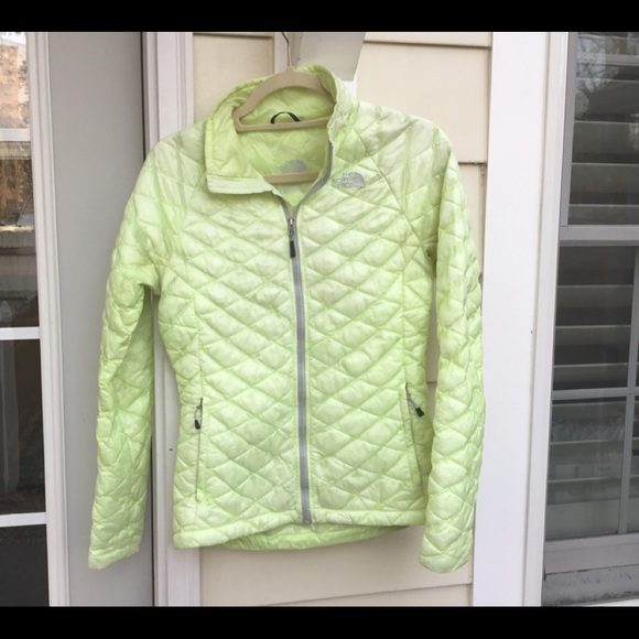 b87b2ac70 North Face pale yellow Thermoball jacket women XS